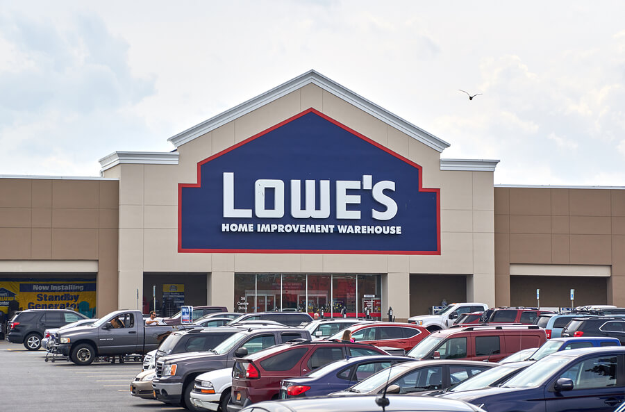 Picture of a lowe's store that may hire felons.